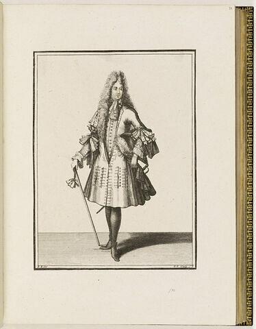 Un gentilhomme debout, de face, s'appuyant sur une canne, son chapeau sous le bras gauche