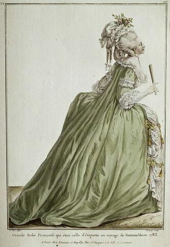 Robe en Foureau, manche retroussé, le bord de la Robe retourné par devant, avec des tresses et un bouton, auquel pend un gland.