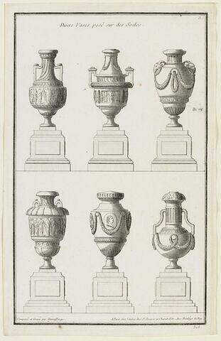 Divers vases avec socles