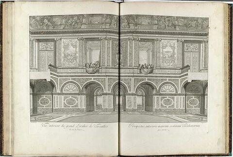Vue intérieure du Grand Escalier de Versailles, du coté de l'Entrée.