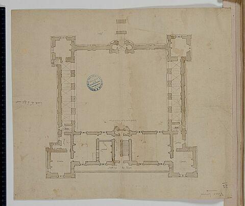 Plan des bâtiments sur une cour carrée